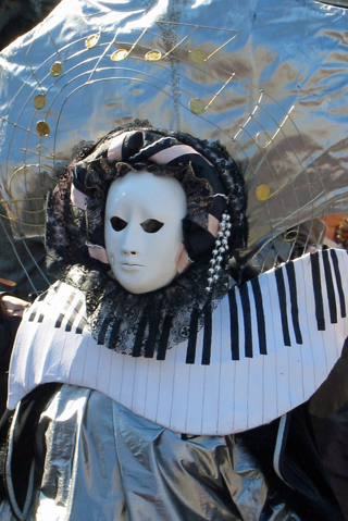 piano-costume.png